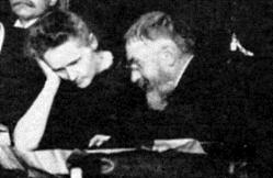 Marie Curie y Henri Poincaré en la Conferencia de Solvay de 1911