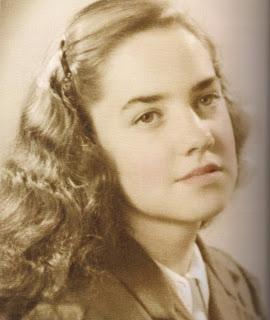 Retrato María Elena Walsh