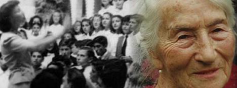 Leticia Cossettini, collage armado con fotografía de Leticia Cossettini con niños en la escuela y retrato fotográfico de su vejez