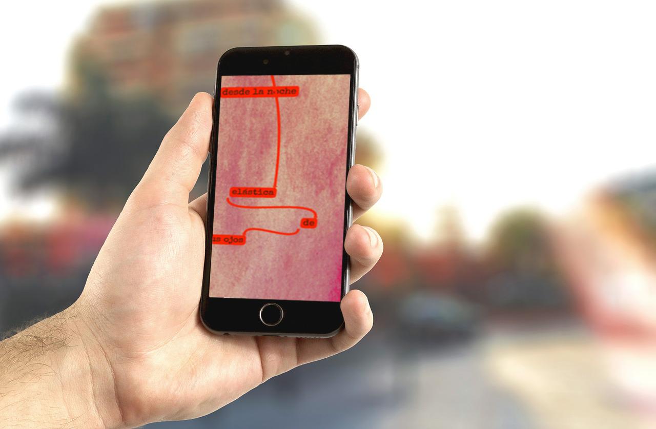 Poesía visual en la pantalla de un teléfono móvil