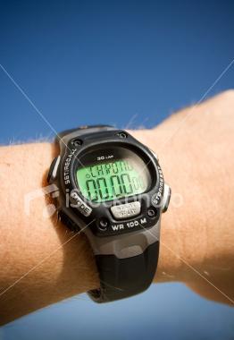 Imagen de reloj digital que indica las 0:00 horas.